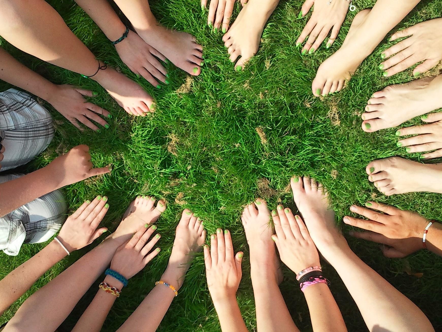 stopu i ręce w grupie